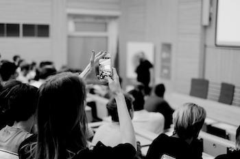 divaci-na-konferencii-o-digitalnom-marketingu